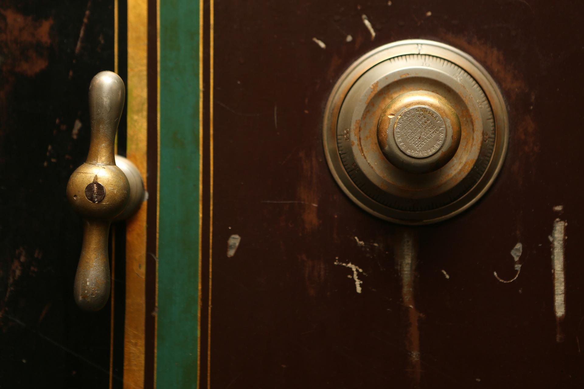 door-bell-498392_1920
